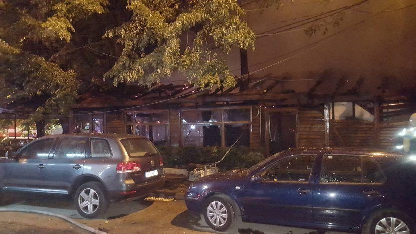 Три коли са засегнати от пожара във варненското заведение снощи