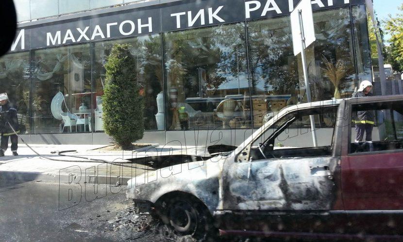 "Първо в BudnaVarna.bg: кола пламна срещу ""Пикадили парк"""