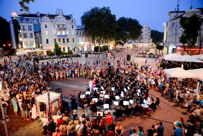 Класическа музика и водна феерия за Деня на Варна