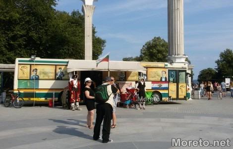 Пътуващото читалище пристигна във Варна (снимки)