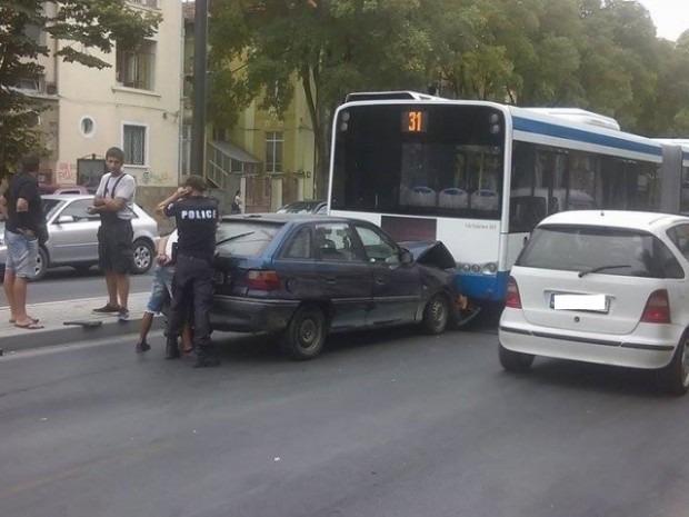 Катастрофа затрудни движението на варненско кръстовище, препоръчаха обходни маршрути
