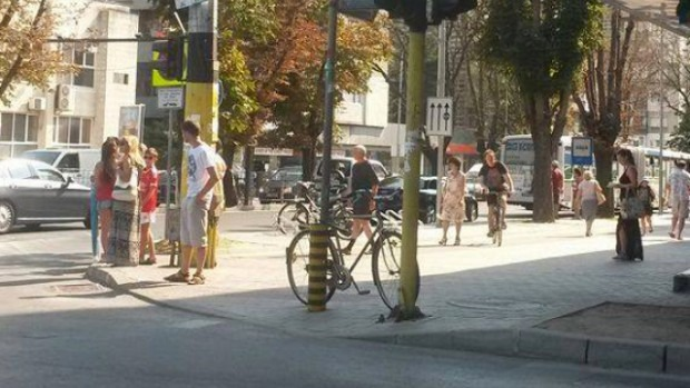 """И колоездачите във Варна започнаха да """"паркират"""" където им падне"""