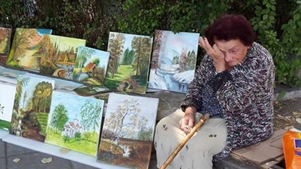 Изкупиха картините на баба Костадинка за ден