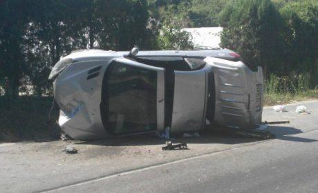 Шофьорка се блъсна в камък заради несъобръзена скорост в Аксаково