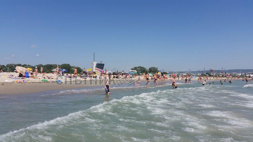 Концесионерът на плажа в Аспарухово пести пари от спасители