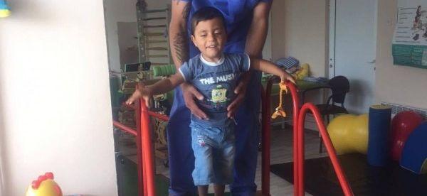 """Дете с парализа проходи в Дома във """"Виница"""""""