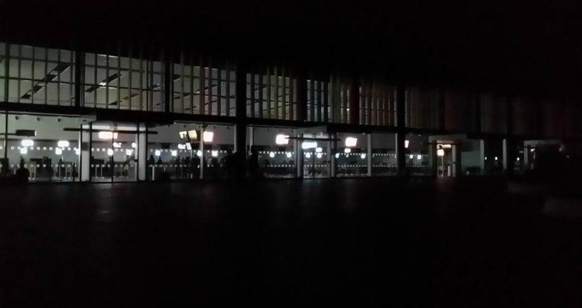 Летище Варна потъна в мрак преди минути!