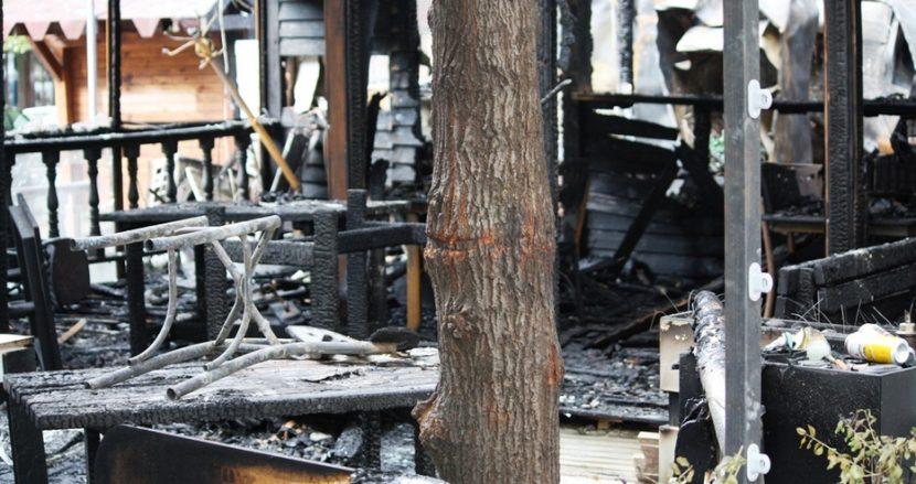 Какво остана след пожара в заведението (снимки)