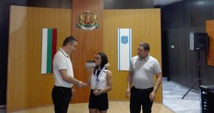 """Елица Янкова с награда """"Икар"""" за достойно представяне"""