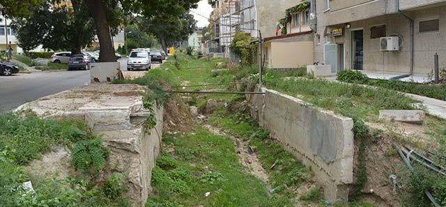 """Жители на """"Аспарухово"""" не искат открит канал до домовете си"""