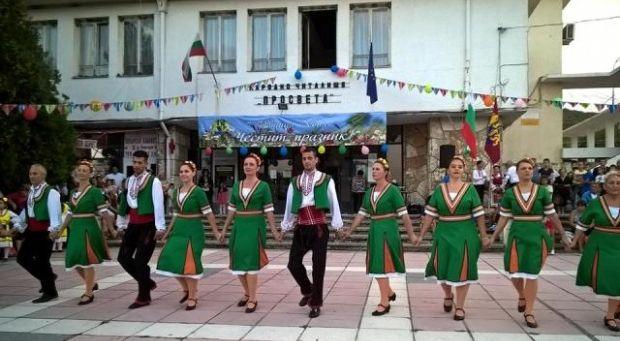 Град Девня стана на 47 години (снимки)