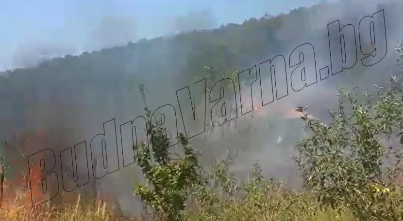 Огъня в м-т Сълзица расте, застрашени са още 2 къщи (видео)