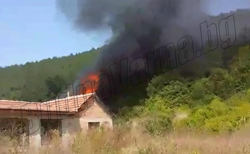 Къща изгоря във Девня
