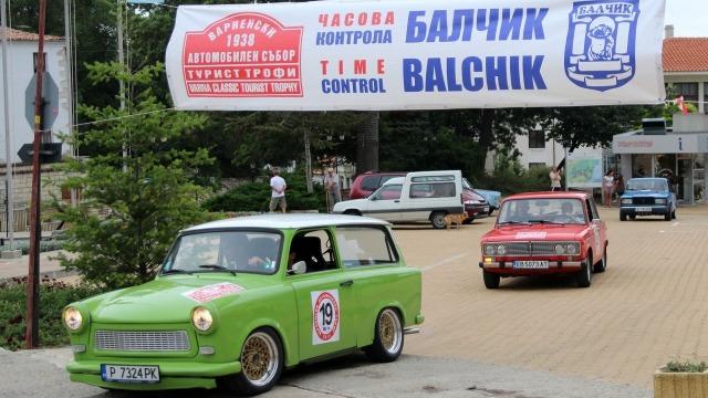 """Съветски коли впечатлиха във """"Варненски автомобилен събор"""""""