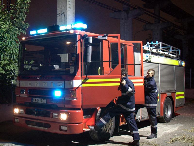 """Първо в BudnaVarna.bg: пожар в задният двор на училище """"Гео Милев"""""""