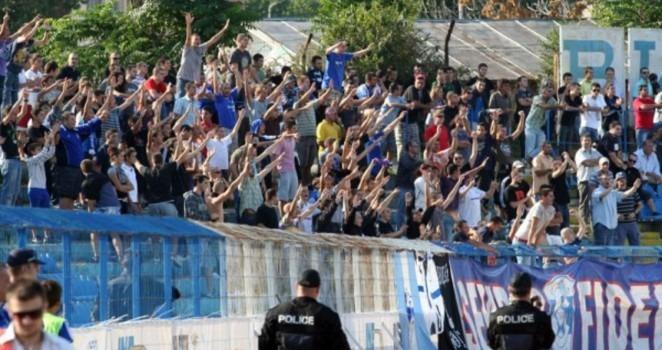 Феновете на Спартак щурмуват Суворово
