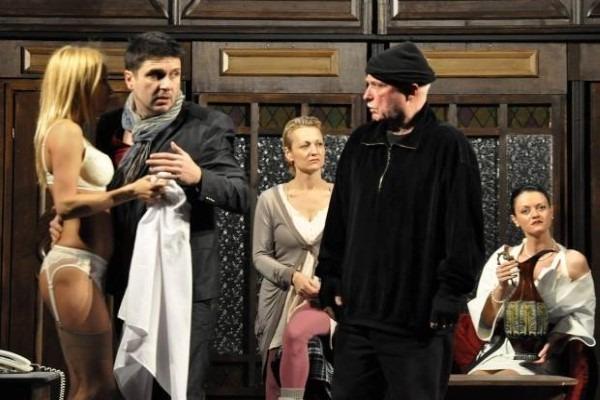 Гледаме двама с един билет хитови комедии с Асен Блатечки, Мариус Куркински, Христо Гърбов и Николай Урумов