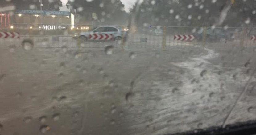 Пороят потопи Автогарата (снимки)