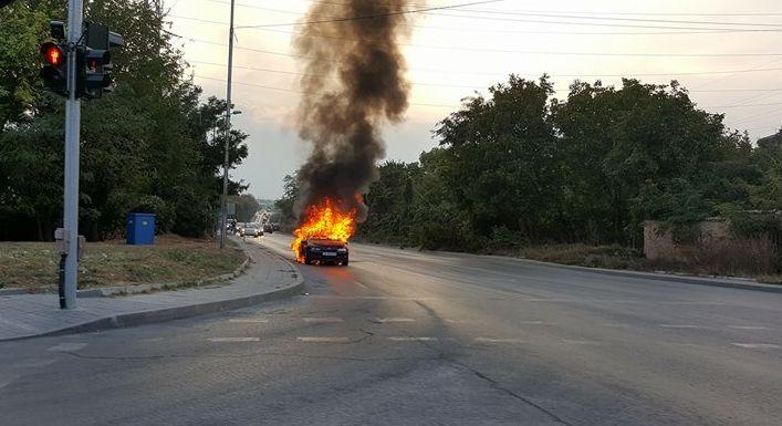 Кола изгоря като факла (снимки)