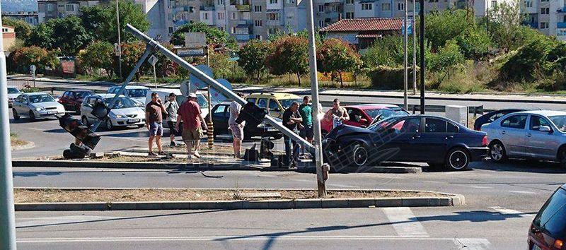 БМВ свали светофара на бул. Христо Смирненски