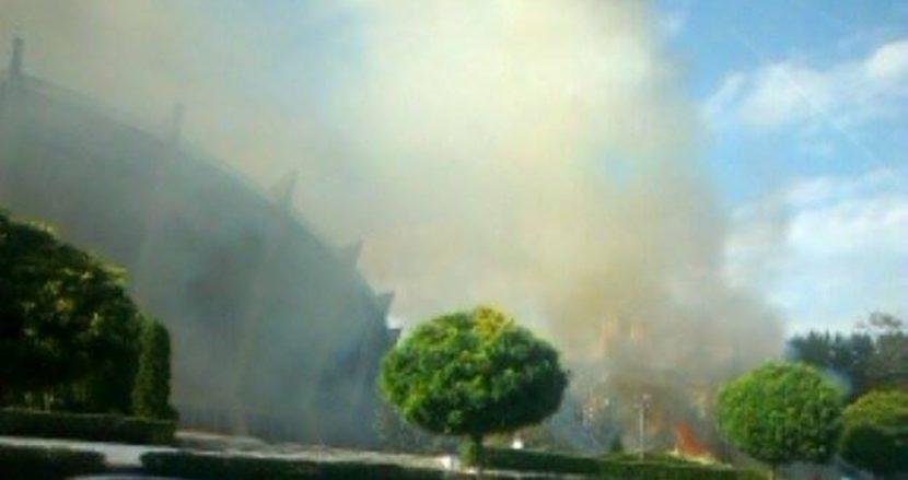 Огнена стихия край Спортна зала във Варна!