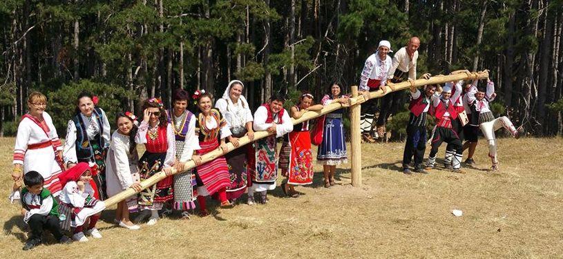 Празнично хоро утре във Варна (видео)