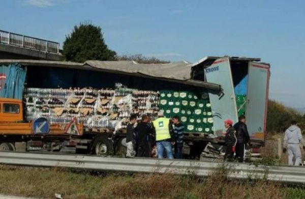 Два камиона са се блъснали до Девня