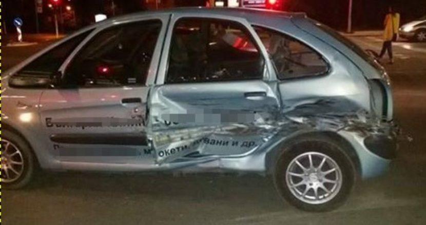 Шофьорка се заби с колата си в крайпътно дърво във Варненско