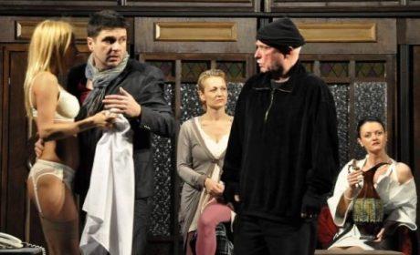 """До 31.12 в театър """"Българан"""": Един билет за две топ комедии през януари и февруари"""