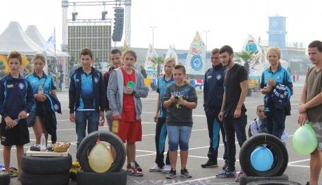 """Над 100 младежи дрифтираха в състезанието """"Бързи и яростни"""""""