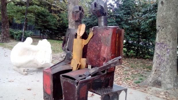 Скулптурите от фестивала Сontempo стоят като изоставени в Морската градина