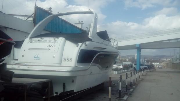 Данъчните продават 10-метрова яхта на цената на автомобил
