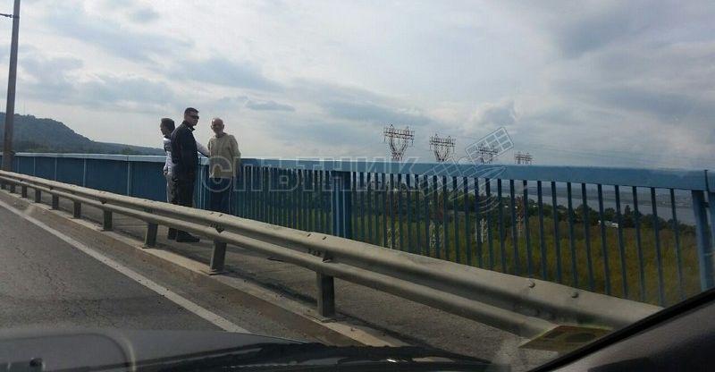 Полицията спаси мъж от самоубийство на Аспарухов мост