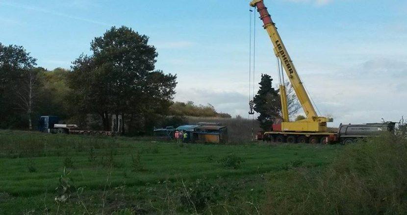 Паднала асфалтова машина затвори пътя за гробищата край Варна