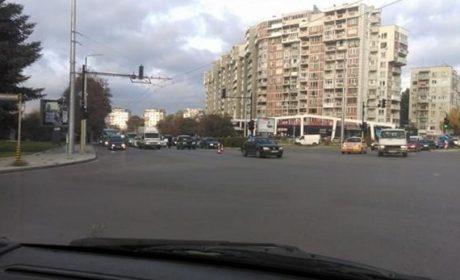 Катастрофа във Варна затруднява движението (снимки)
