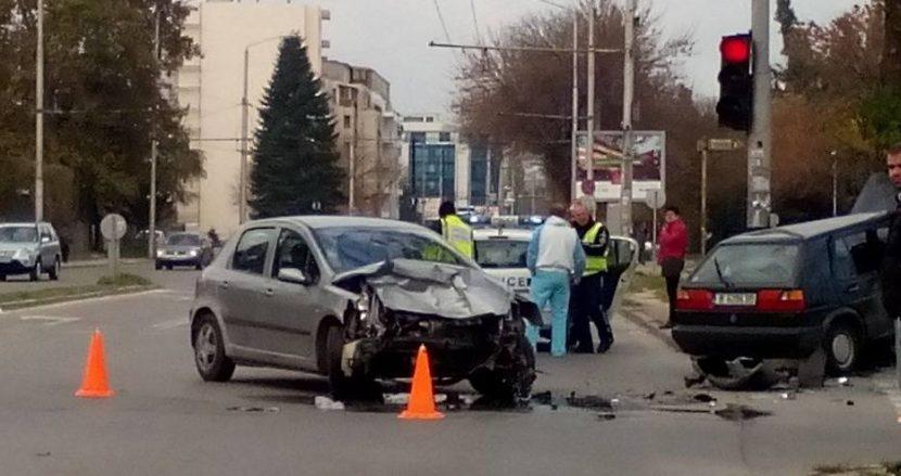 """Двамата водачи са откарани в болница след зверско меле на бул.""""Сливница"""""""