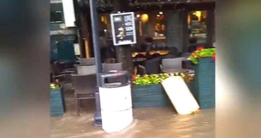 Вижте какво се случи по възловите улици на града след пороя (видео)