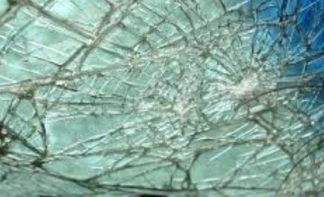 """Голяма катастрофа на кръговото под """"Метро"""" във Варна! Сблъскали са се Лада и БМВ"""