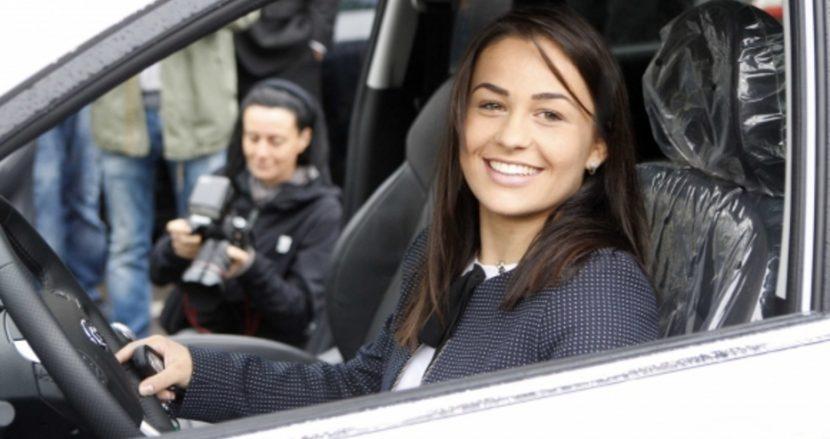 Елица Янкова получи чисто нов джип от федерацията по борба