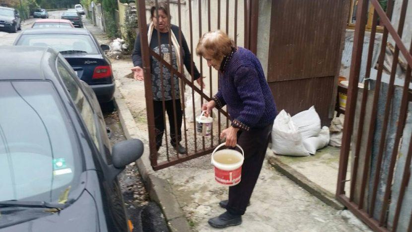 83-годишната Станка Герова моли кмета на Варна да й помогне с наводнената й къща (видео)