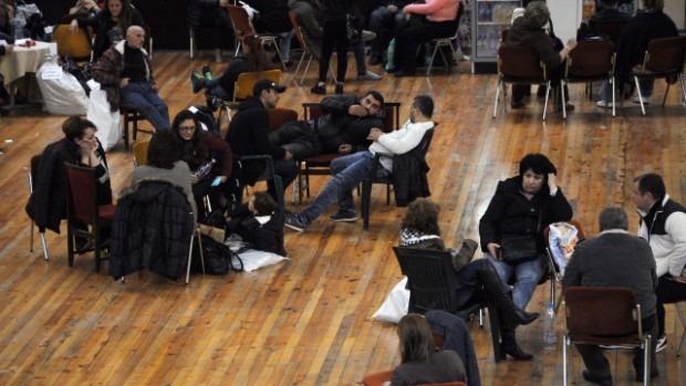 След изборите: Липса на организация и припаднали хора в Спортна зала