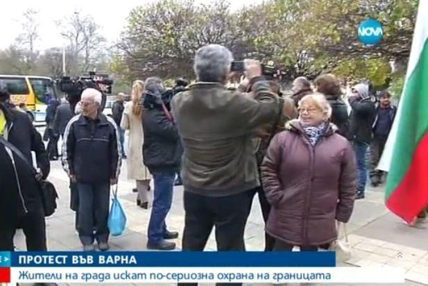 Десетки във Варна излязоха на протест срещу мигрантите