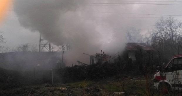Пожар в дървена барака над Цветния квартал вдигна на крак огнеборците