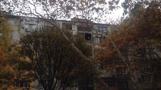 Пожар от готварска печка изпепели два апартамента (снимки)