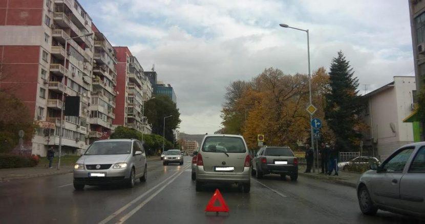 Блъснаха пешеходец във Варна!