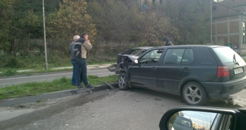 """Катастрофа блокира движението на улица """"Девня"""""""