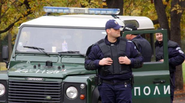 Варненските полицаи задържаха двама мъже по време на кражба на автомобил