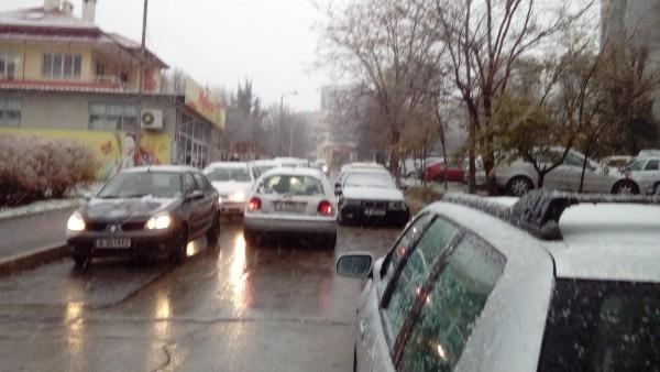 Сняг се сипе над Варна