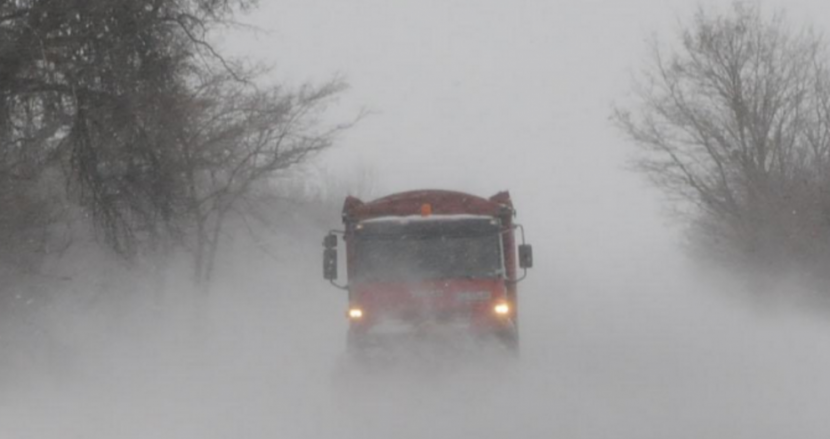 Автобус, пътуващ от Истанбул за Варна, закъса в преспите