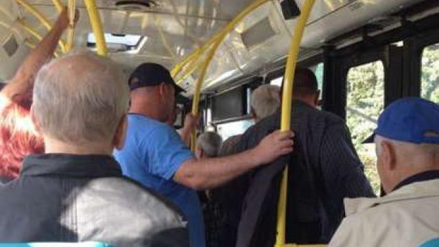 Удължават срока за пенсионерски автобусни карти